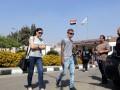 Родственники пассажиров пропавшего самолета EgyptAir прибывают в аэропорт Каира