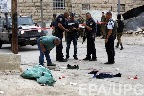 Террористы наавтомобиле попытались задавить израильских солдат вКирьят-Арба