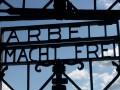 В Баварии из бывшего концлагеря украли дверь с надписью