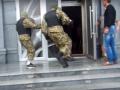 Неизвестные в балаклавах прикрыли казино на вокзале Харькова