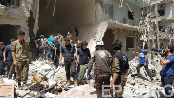 ВАлеппо бочковыми икассетными бомбами уничтожили больницу