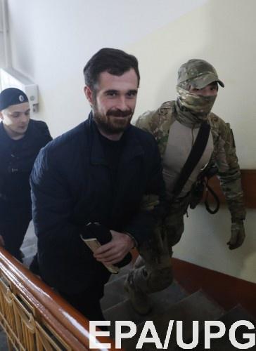 Украинским морякам снова продлили арест