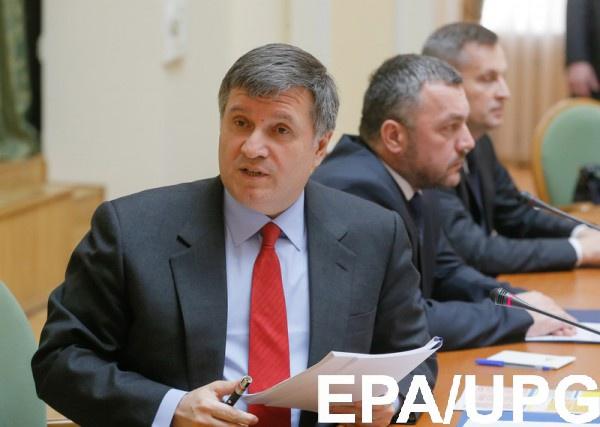 Аваков призвал кандидатов не привлекать незаконные группировки к своей охране