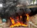 В Гондурасе протестующие подожгли вход в здание посольства США