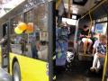 Ливни в Киеве: водой затопило салон автобуса с пассажирами