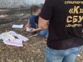 На Днепропетровщине задержали прокурора, швырявшего деньги в окно
