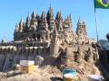 Бразилец решил не платить коммуналку и более 20 лет живет в замке из песка