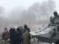 Эвакуация из Уханя: К протестующим пригнали БТР