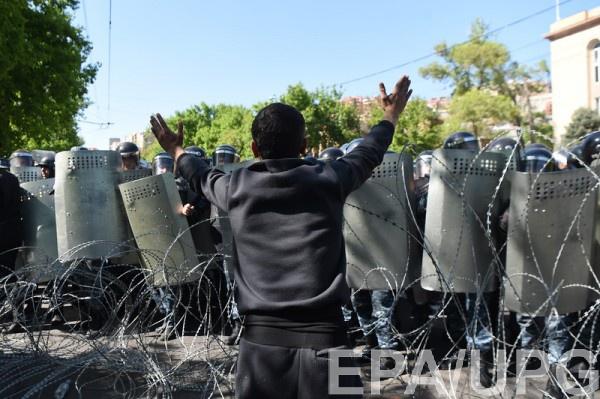 В Ереване не утихают акции протеста