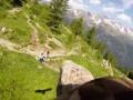 Орел снял на ВИДЕО потрясающие виды Альп с высоты своего полета