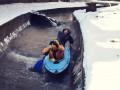 Киевляне устроили сплав на байдарке по столичной реке Лыбедь