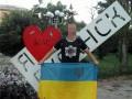 Активист в центре Луганска развернул флаг Украины