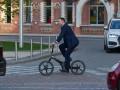 Костюм цел: Кличко прокомментировал свое падение с велосипеда