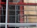 В Киеве вандалы разгромили стеклянный мост на Отрадном