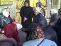 В Киеве православные пенсионерки с иконами пикетировали стрип-клуб