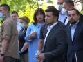 Зеленский вручил ключи от квартир, пострадавшим от взрыва на Позняках