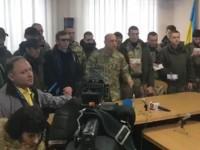 Кива привел людей в камуфляже на суд по Авакову
