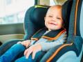 Сегодня водителей начнут штрафовать за перевозку детей без автокресла
