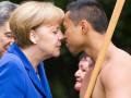 Фото Меркель с птицей Киви и полуголым аборигеном облетели интернет