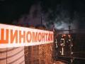 В Киеве на Подоле сгорела СТО, повреждены автомобили
