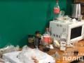 Конвоиры организовали досуг подсудимым членам банды в подвале суда под Киевом