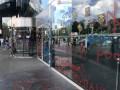 В Киеве националисты с файерами разрисовали ТЦ Ocean plaza
