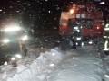 В Полтавской области спасатели вытащили из снежного заноса скорую с беременной женщиной