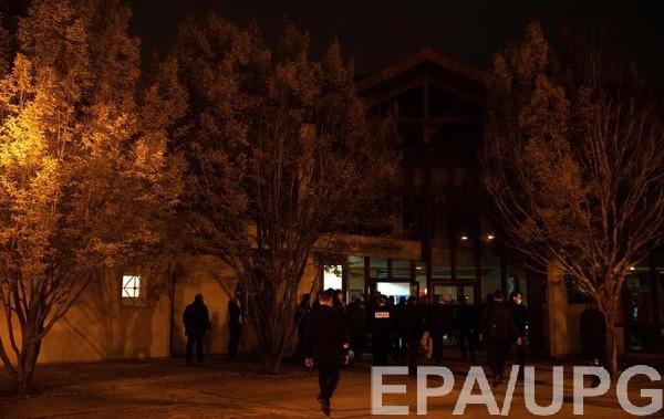 Место убийства учителя посетил Эммануэль Макрон