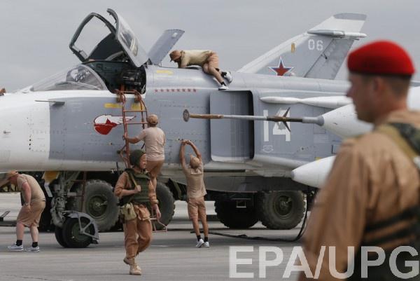 Бомбардировщики Су-24 на авиабазе Хмеймим в Сирии