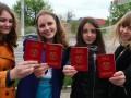 В Луганске выдали первые
