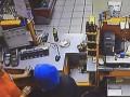 В Киеве злоумышленник избил сотрудницу АЗС и украл кассовый аппарат