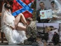 Свадьбы боевиков Донбасса: георгиевские ленточки, стразы и немного эротики