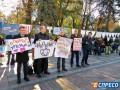 Активисты под Радой развесили трусы