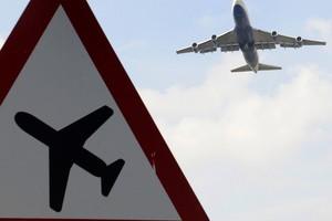 Boeing совершил аварийную посадку во Внуково из-за проблем с шасси