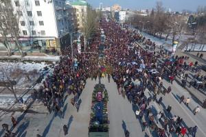 Гиви возили по Донецку на лафете и закопали рядом с Моторолой
