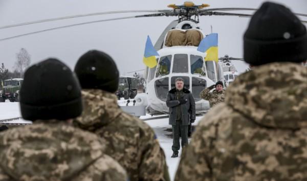 Президент Украины Петр Порошенко сегодня передаст украинской армии под Житомиром несколько единиц военных самолетов.