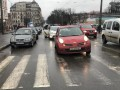 В Киеве Nissan въехал в остановку: пострадали трое