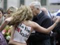 В Париже Femen провели акцию протеста на первомайской демонстрации