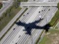 В Австралии самолет не смог вылететь из аэропорта из-за пробравшейся на борт змеи