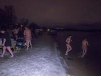 В Киеве окунаться в Днепр на Крещение начали до рассвета