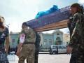 Под Раду принесли гроб с погибшим бойцом батальона Айдар (видео)