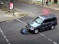 В Одессе пешеход с разбегу бросился под внедорожник