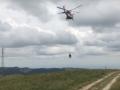 В Италии заблудившуюся корову эвакуировали на вертолете