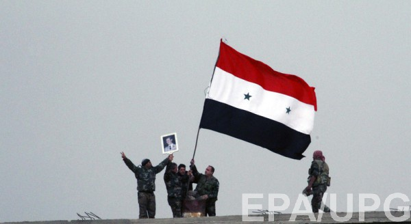 Повстанцы подняли сирийский флаг над одним из мостов