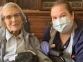 В Великобритании от COVID-19 излечилась 106-летняя женщина