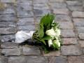 В центре Одессы наркоман избил женщину букетом цветов и украл 10 тысяч долларов