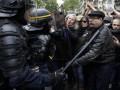 В Париже прошла акция протеста после победы Макрона