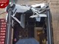 В Киеве сосулька проломила козырек магазина