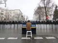 День добрых дел на Евромайдане: ремонт КГГА и песни для милиции (ФОТО)