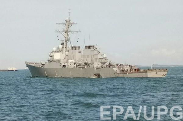 Военный корабль получил повреждения в районе кормы